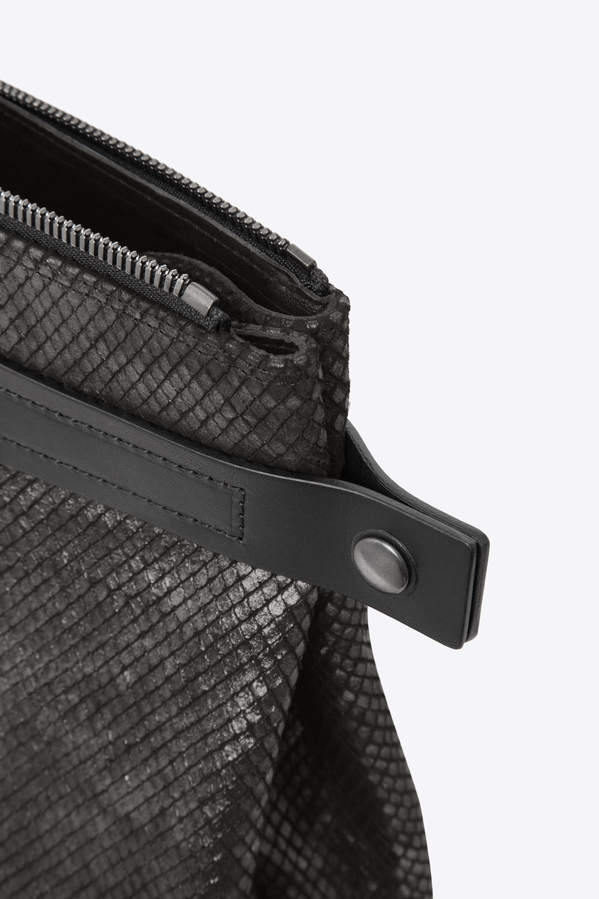 dclr007s-tote-a23-backsnakeblack-detail