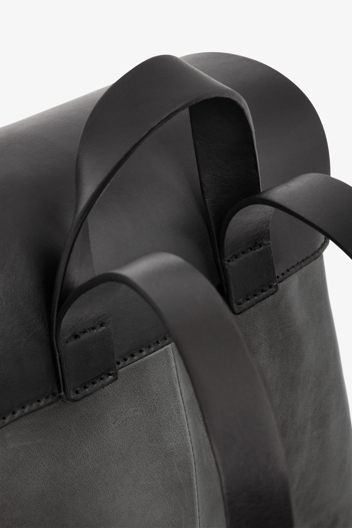 dclr009-b-backpack-a2-shadowgray-detail
