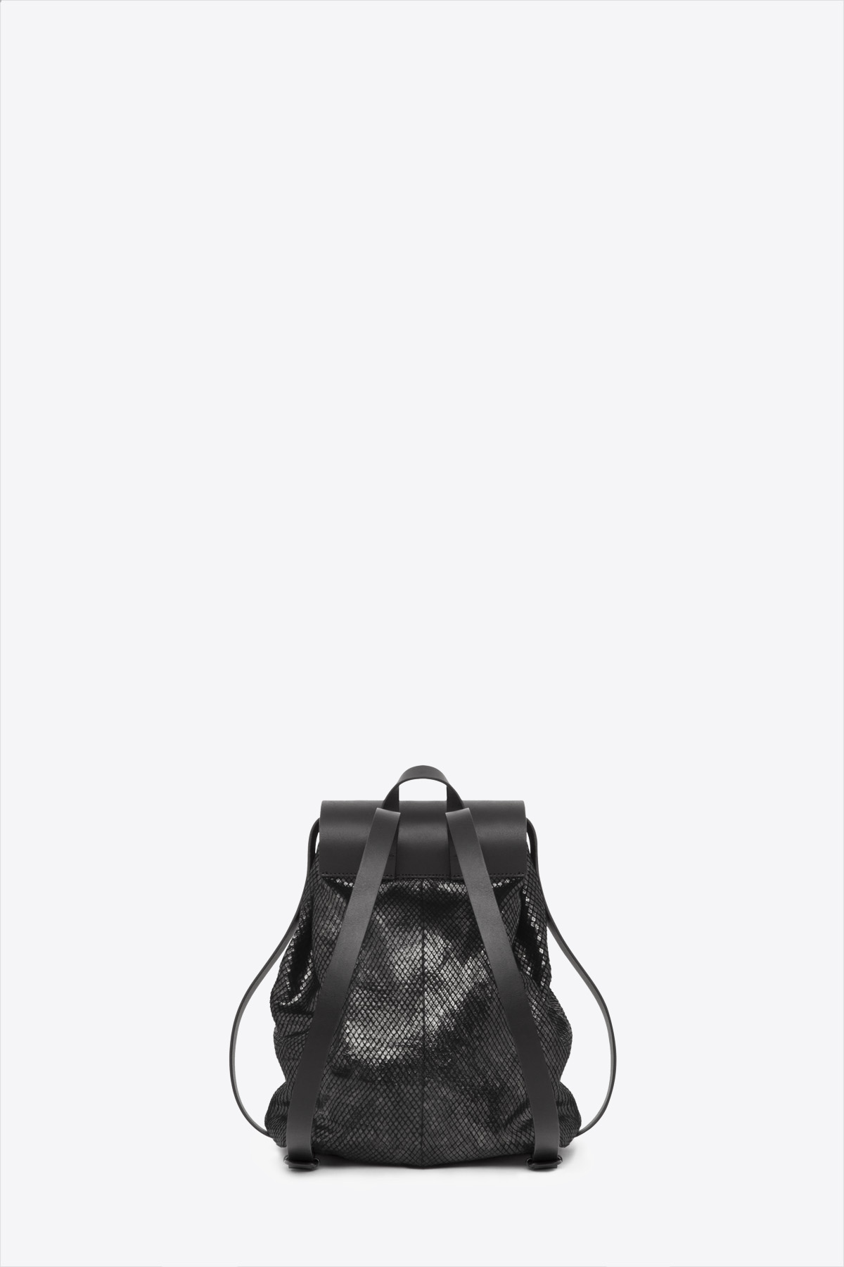 dclr009-b-backpack-a23-backsnakeblack-back