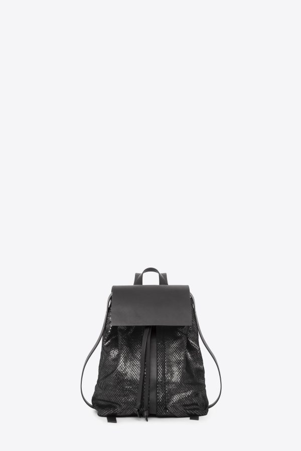 dclr009-b-backpack-a23-backsnakeblack-front