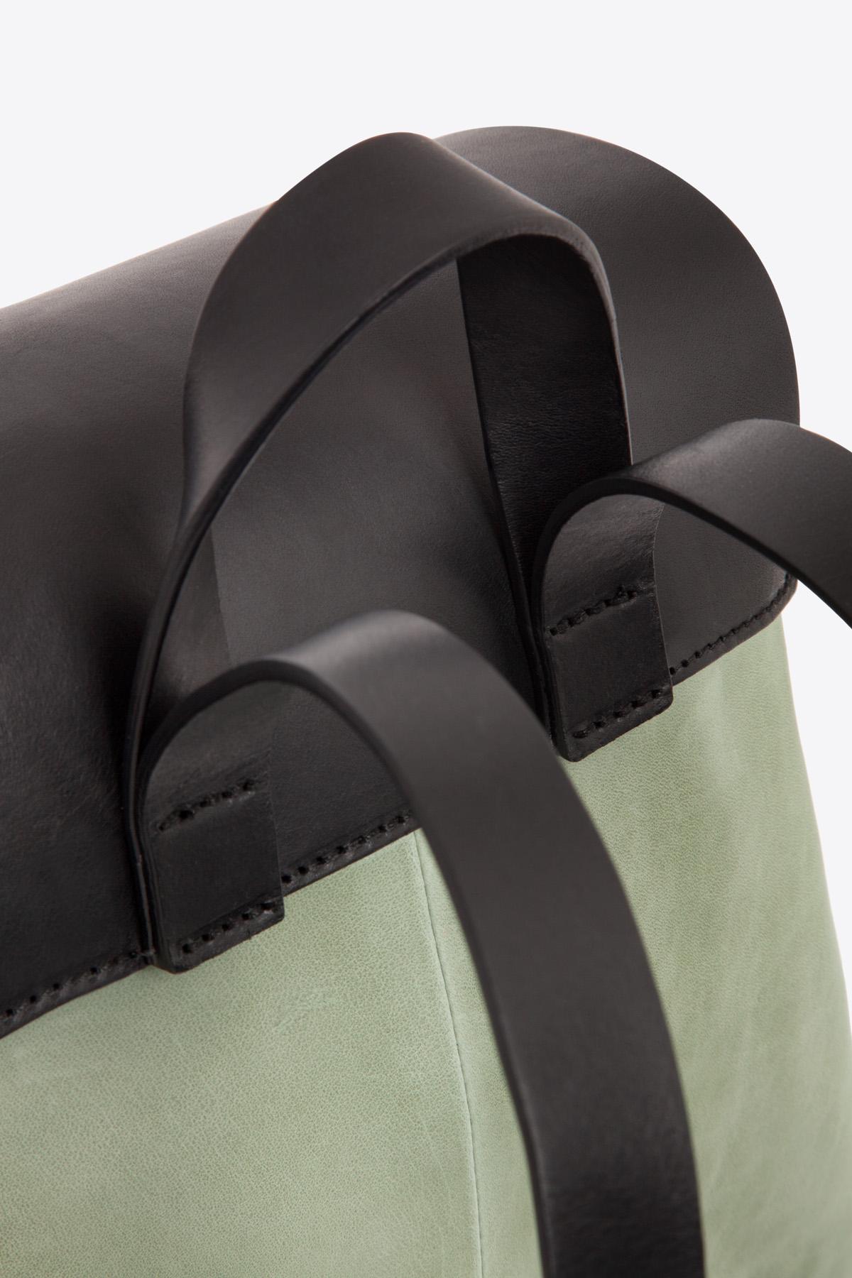 dclr009-b-backpack-a9-jadegreen-detail