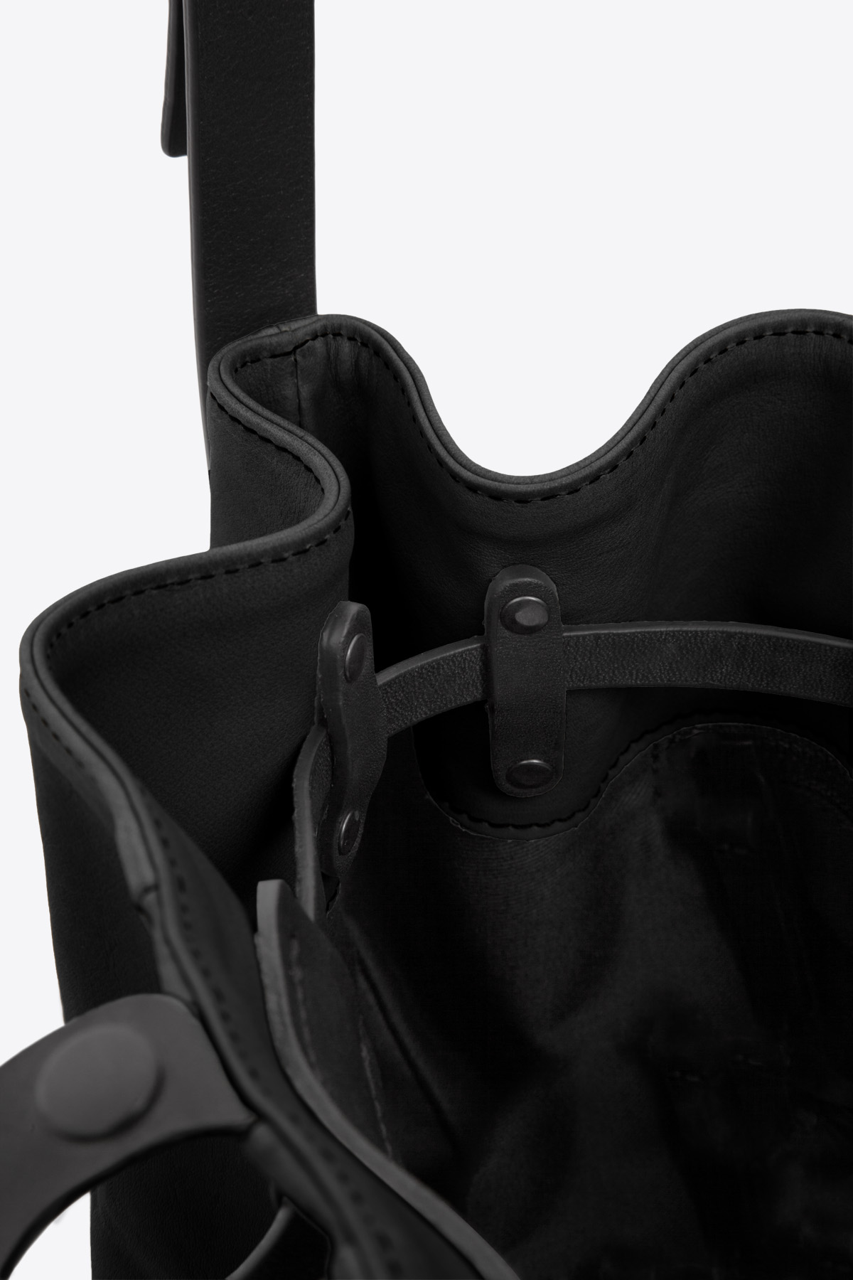 dclr010-bucketbag-a1-black-detail