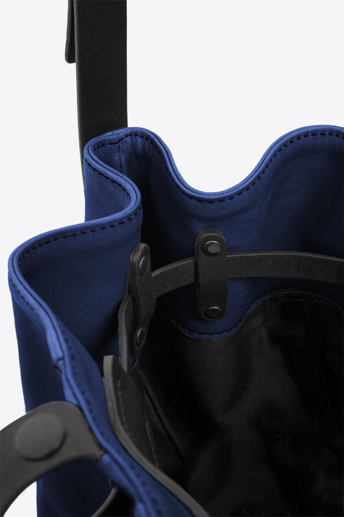dclr010-bucketbag-a20-royalblue-detail