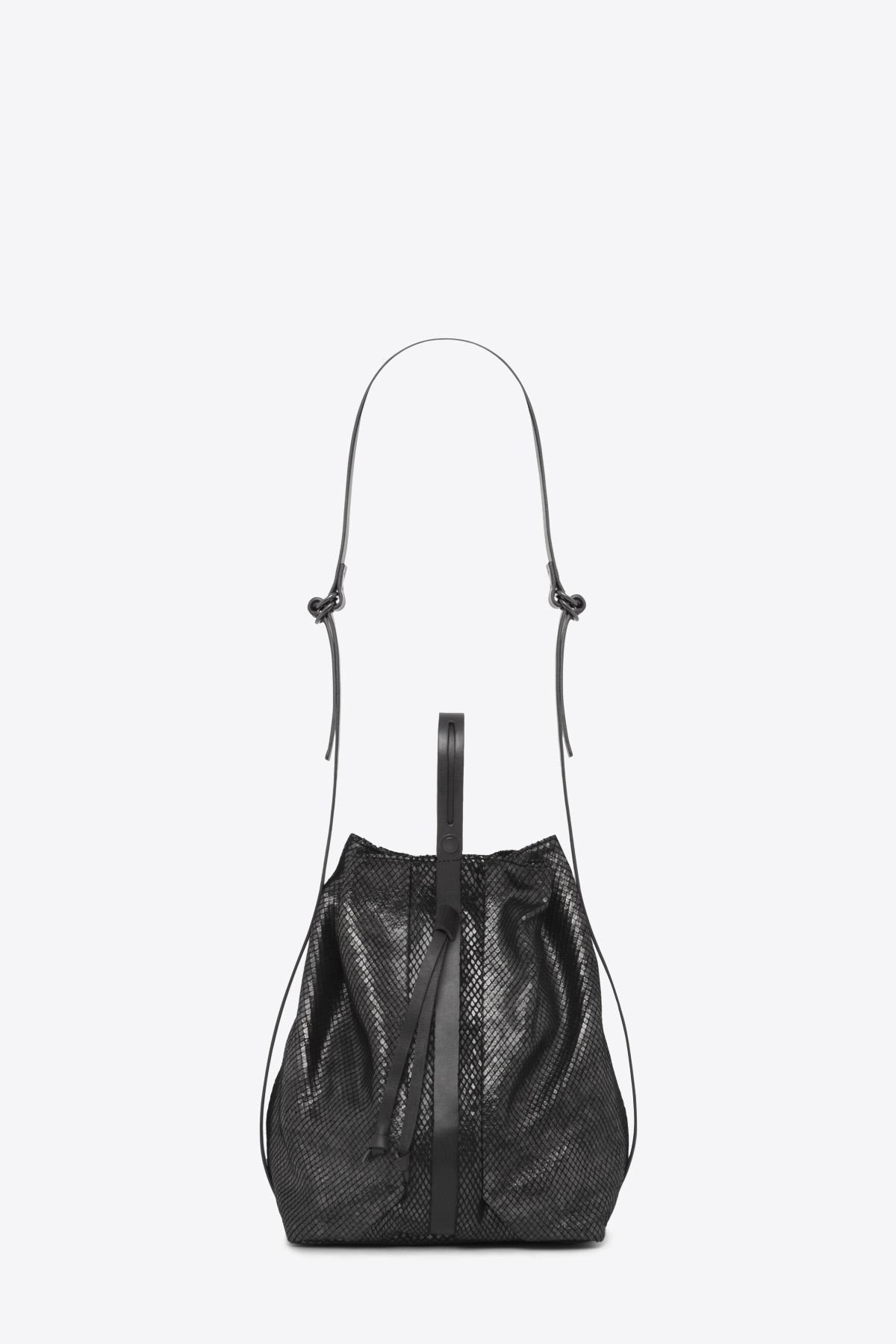 dclr010-bucketbag-a23-backsnakeblack-front