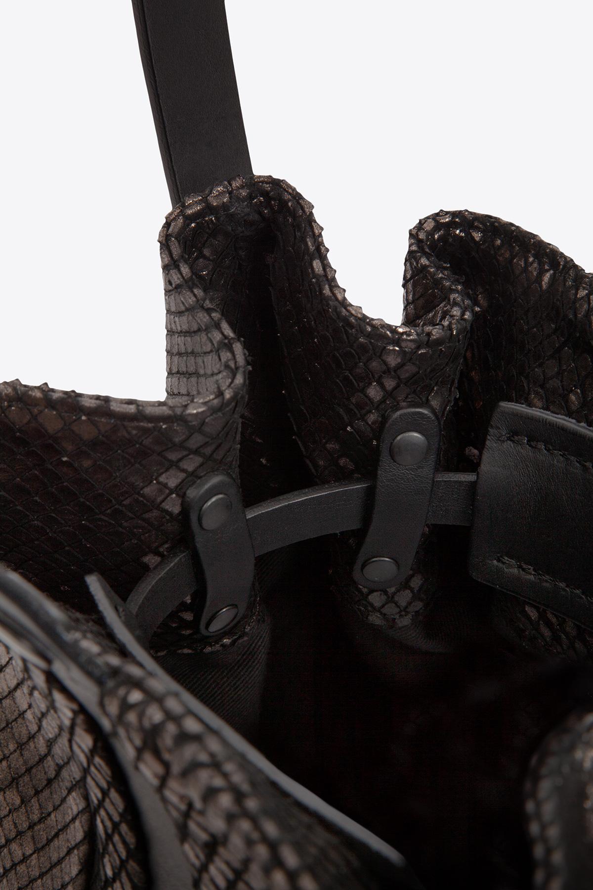 dclr010-bucketbag-a24-backsnakebronze-detail