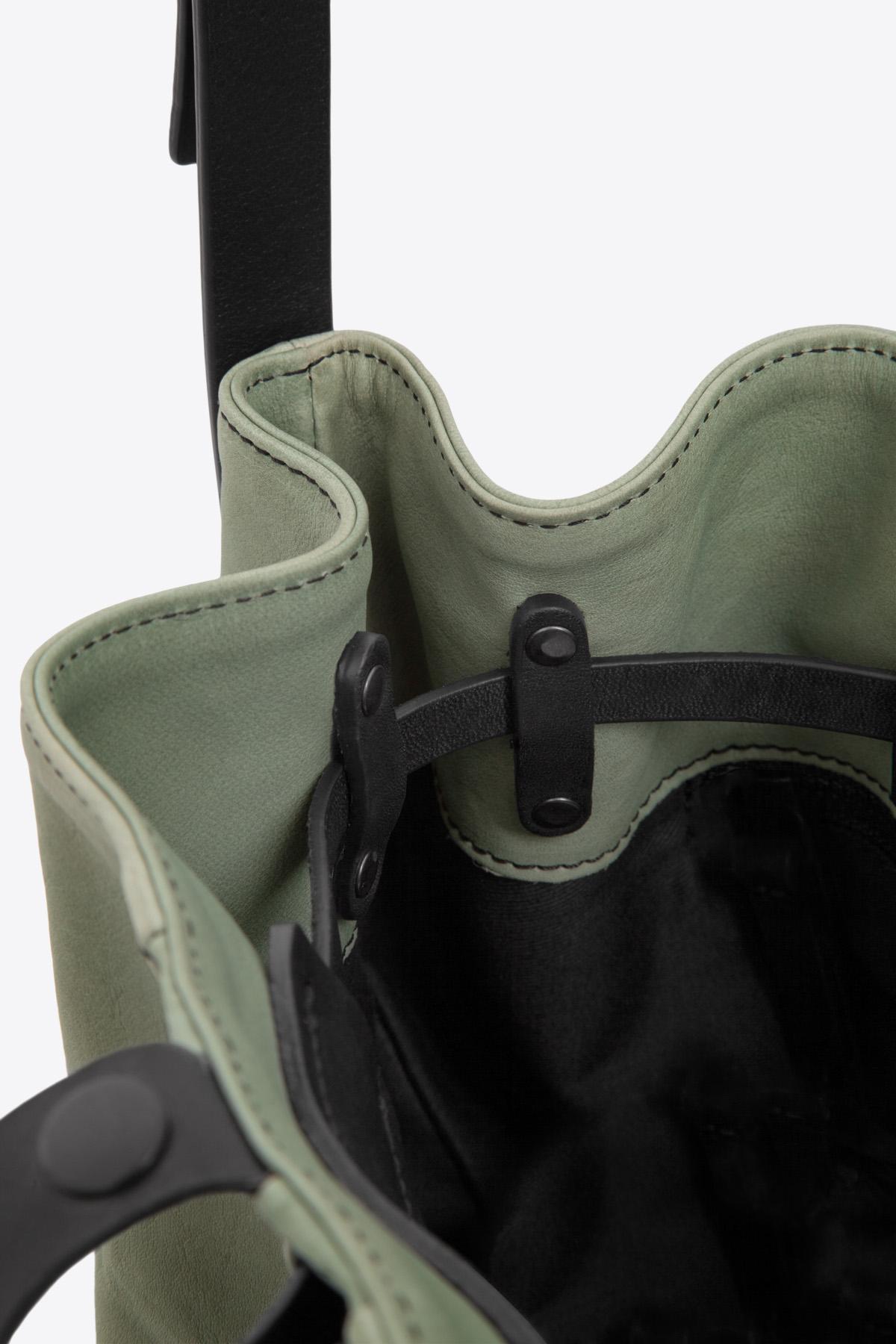dclr010-bucketbag-a9-jadegreen-detail