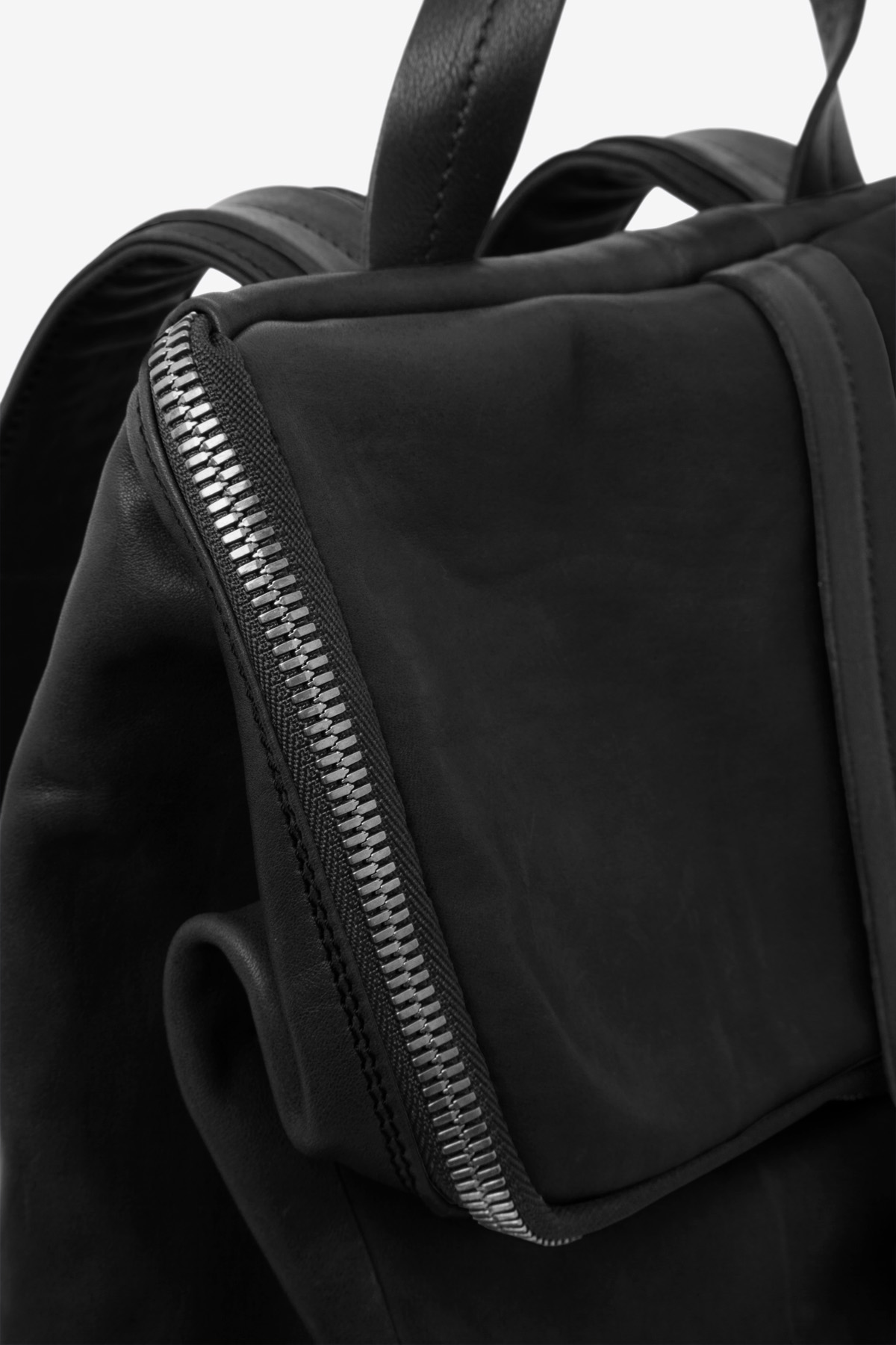 dclr011-backpack-a1-black-detail