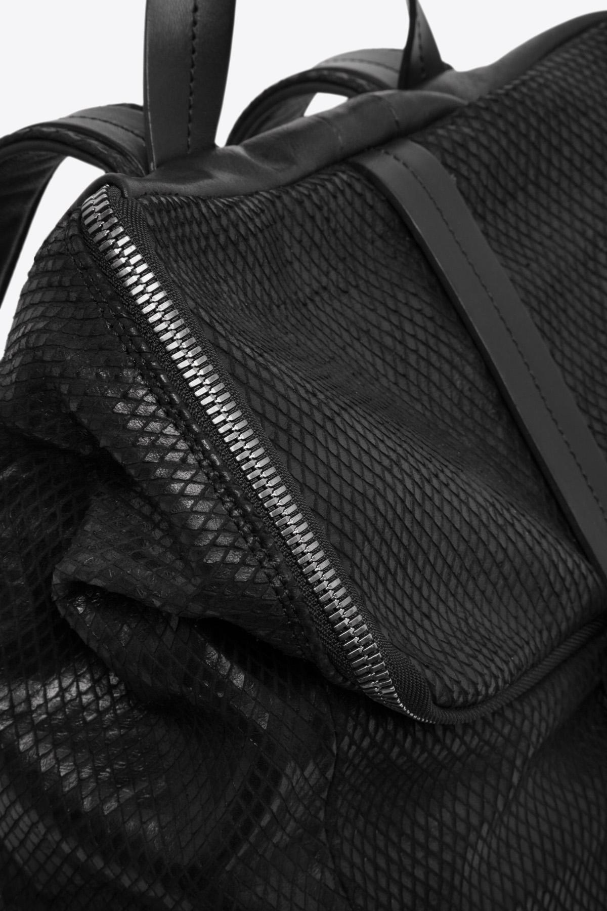 dclr011-backpack-a23-backsnakeblack-detail