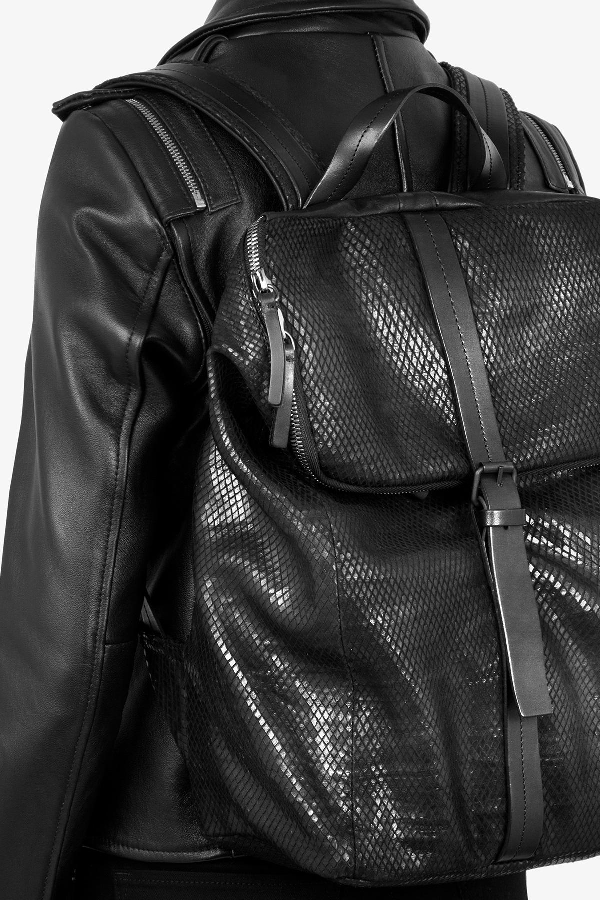 dclr011-backpack-backsnake-have-on